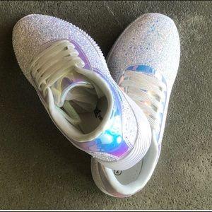 """NATURE BREEZE"" Holographic walking sneaker"
